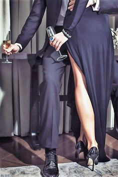 Wears to Grab Attention in the Public – A Must read for Ladies – Love and Intimacy aesthetic couple Wears to Grab Attention in the Public – A Must read for Ladies Romantic Photos, Romantic Couples, Cute Couples, Couple Photography, Photography Poses, Luxury Couple, Classy Couple, Couple Aesthetic, Couple Outfits