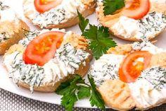 Sandvișuri calde delicioase, gata într-un timp record! Toast Sandwich, Food Garnishes, Top 5, Canapes, Food Presentation, Bruschetta, Salmon Burgers, Avocado Toast, Cobb Salad