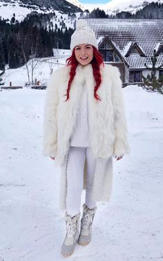 Elena Gheorghe | Verdict.ro Romania, Redheads, Red Hair, Amazing Women, Musicians, Fur Coat, Sport, Youtube, Jackets