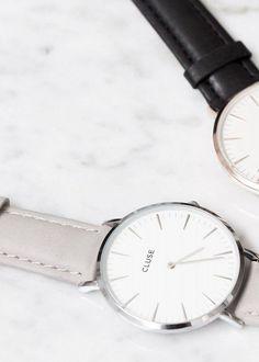 Armbanduhr mit ultradünnem Silbergehäuse und grauen Lederband. Hier entdecken und shoppen: http://sturbock.me/GE2