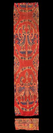 Samitum-woven textile with confronted birds in medallions, silk Iran or Iraq; H: W: 11 cm