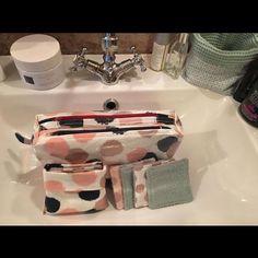 Estelle Desmit sur Instagram: J ai eu du mal à retrouver une photo de cette jolie trousse de toilette réalisée en novembre dernier. Elle est imperméable grâce à la…
