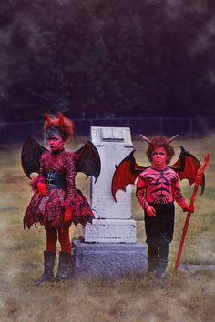 Little Devils Halloween Costume devil costume, devil makeup, Halloween, costumes… - Kids costumes Scary Kids Halloween Costumes, Halloween Makeup, Halloween Hairstyle, Halloween Inspo, Haunted Halloween, Costumes Kids, Funny Costumes, Halloween Dress, Halloween 2019