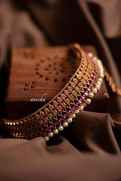 Indian Jewelry Sets, Indian Wedding Jewelry, Indian Gold Jewellery Design, Indian Accessories, Bridal Jewellery, Jewelry Accessories, Jewelry Design Earrings, Necklace Designs, Gold Jewelry