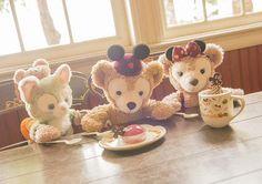 Gelatoni, Duffy & ShellieMay Sharing a Light Snack! I love this cuteness.