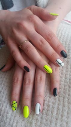 Neon nails. Neonowe paznokcie. Spn nails 704, Semilac 001 Strong White Semilac 031 Black Diamond