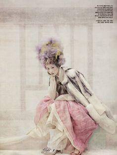 """한복 Hanbok : Korean traditional clothes[dress] """"Powdery Flower"""" by Koo Bon Chang Quirky Fashion, Asian Fashion, Look Fashion, World Of Fashion, Fashion Art, Editorial Fashion, Fashion Models, Oriental Fashion, Vogue Fashion"""