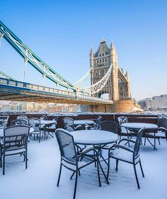 The snow in London at the minute is crazy! Great picture capturing the moment by @daveburt  williamwoodwatches.com - Credit to the photographer #watch #jewellery #bracelet #watches #bracelets #fashion #clothes #clothing #tbt #men #man #gentlemen #gentleman #mensfashion #picoftheday #cool #amazing #beautiful #wow #instagood #instacool #instalove #money #fashion #follow #followme #williamwoodwatches #happy #photooftheday
