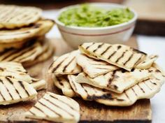 Easy flatbreads - no yeast required Easy Jamie Oliver recipe Flatbread Recipe No Yeast, Easy Flatbread Recipes, Pitta Bread Recipe, Homemade Flatbreads, Savoury Recipes, Homemade Breads, Italian Bread Recipes, Tapas, Jamie Oliver