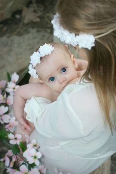 Tips for successful breastfeeding Pregnancy Health Nursing Photography, Newborn Photography, Newborn Photos, Pregnancy Photos, Breastfeeding Tips, Husband Breastfeeding, Babies Photography, Maternity Photography, Maternity Pictures