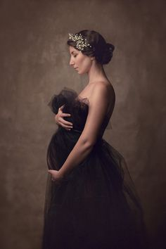 Fine Art maternity portraits with Zoriart Photography - fine art photographer, based in Lausanne, Switzerland. #maternity #fineart #photography #sessions #portraits #posing #growingbelly #mumtobe #love #art #posing #beautiful #inspiring #studio #soft #romantic #light #pregnancy