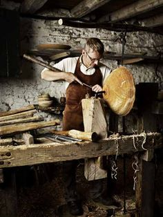 Robin Wood turning a nest of bowls from alder on a pole lathe