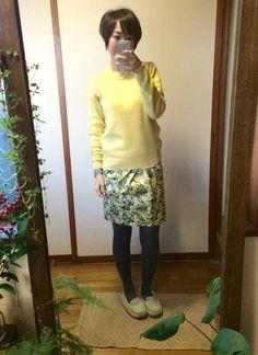 12月22日 UNIQLOメンズニットに花柄スカートを合わせてイエローコーディネート