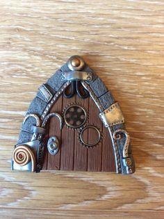 Home sweet gnome fairydoor Porte de fée Steampunk en pâte fimo par Frederic Braie Frederic, Gnome, Fairy Doors, Dyi, Sweet Home, Creations, Ideas, Steampunk Fairy, House Beautiful