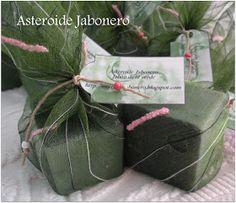 Hoy os traigo unos detalles de jabón para regalar, cubos de té verde envueltos en tela de organza. LLevan una fragancia m...