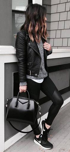 Athleisure: como inserir peças esportivas em seu look. Jaqueta de couro, t-shirt cinza mescla, calça legging preta, tênis esportivo nike