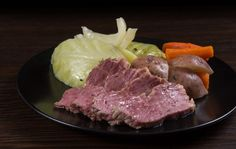 Instant Pot Corned Beef and Cabbage - turned out perfectly St Patrick's Day I used 2 c beef broth and 1 c water, and the brisket I purchased was from Dorothy Lane Market and had all the spices already in the package. Pressure Cooker Corned Beef, Cooking Corned Beef, Easy Pressure Cooker Recipes, Corned Beef Brisket, Instant Pot Pressure Cooker, Pressure Cooking, Slow Cooker, Corn Beef And Cabbage, Cabbage Recipes