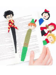 Harry Potter Crochet Bookmarks Free Pattern by Katia. Crochet cute amigurumi bookmarks featuring Harry Potter, Snow White, Little Prince, Little Red Riding Hood and Pete Pan. Free Pattern More Patterns Like This!