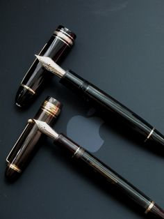 Montblanc Pilot Custom 823 - A signature piece. Mont Blanc Fountain Pen, Fountain Pen Ink, Montblanc 149, Expensive Pens, Fountain Pen Reviews, Beautiful Lettering, Stationery Pens, Best Pens, Dip Pen