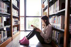 El 92,5% de los centros educativos de España dispone de biblioteca escolar. Para muchos la biblioteca escolar ha sido, es y seguirá siendo, el primer contacto con el mundo de las bibliotecas. Su presencia es fundamental en los centros educativos, así como su buena gestión y su predisposición para cumplir las funciones encomendadas, como por ejemplo mejorar del rendimiento de los estudiantes a través de los recursos y servicios disponibles. Para ello hace falta el liderazgo del profesional…