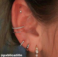 Triple Lobe Piercing, Piercing Conch, Flat Piercing, Cartilage Piercing Hoop, Double Cartilage, Pretty Ear Piercings, Ear Lobe Piercings, Different Ear Piercings, Ear Lobe Tattoo