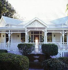 Colonial Queenslander – Marley and Lockyer Queenslander House, Weatherboard House, Balustrades, Australian Homes, Australian Architecture, Facade House, Architecture Details, House Colors, Old Houses