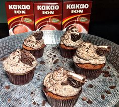 Cupcakes με κακάο ΙON και μπισκότα σοκολάτας με λευκή κρέμα - ION Sweets Cake Pops, Muffins, Cupcakes, Cookies, Breakfast, Recipes, Food, Crack Crackers, Morning Coffee