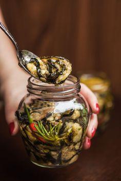 Naložte je! Cukety s česnekem a chilli jsou dokonalé! - Proženy Great Recipes, Vegan Recipes, Kitchen Aid Recipes, Canning Vegetables, Pumpkin Squash, Savory Snacks, Going Vegan, No Cook Meals, Vegetable Recipes