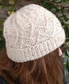 Free Until Dec. 24 2017 Korufée Hat Knitting Pattern -  Beanie with chevron stitch pattern inspired by mountain ranges. 3 sizes Available in English and French. Designed by Mélina Hami.