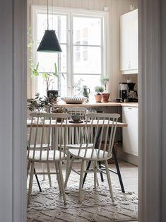 Bostadsrätt, Kungshöjdsgatan 11B - Kungshöjd, Göteborg - Entrance Fastighetsmäkleri Interior Design Kitchen, Dining Room, Minimalist, Loft, Room Decor, The Originals, Table, Neutral, Design Ideas