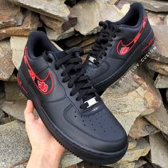 Nike Red Sneakers, Adidas Girls Shoes, Nike Air Shoes, Custom Sneakers, Custom Shoes, Naruto Shoes, Vans Shoes Fashion, Naruto Merchandise, Naruto Clothing