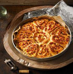 Pikanter Rosenkuchen mit Salami