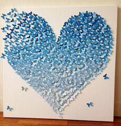Baby blauwe muur decoratie van 100-den vlindertjes die bij elkaar komen om een hart te vormen. 80 x 80 cm, verkrijgbaar in verschillende tinten. Alles op aanvraag, binnen 2 weken leverbaar. Te personalizeren door bv 4 gouden vlinders toe te voegen die gezinsleden repesenteren.
