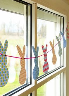 Induge in the beauty of Spring season with Easter Window decorations. Do window decorations for your home. Check out DIY Easter Window decorations here. Easy Easter Crafts, Bunny Crafts, Hoppy Easter, Easter Eggs, Easter Bunny, Easter Garland, Diy Garland, Diy Ostern, Easter Activities