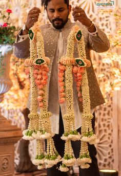 Weddings Discover Gorgeous Varmala with Jasmine and peach roses Flower Garland Wedding, Rose Garland, Floral Garland, Flower Garlands, Flower Decorations, Wedding Flowers, Wedding Garlands, Wedding Hall Decorations, Marriage Decoration