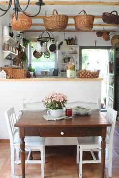 MOJA PRZYSTAŃ Old World Kitchens, Cool Kitchens, Shabby, Rental House Decorating, Home Upgrades, Home And Deco, House Rooms, Cozy House, Sweet Home