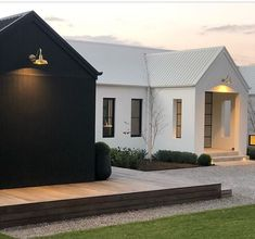 Gorgeous Modern Barn Home Ideas - House Topics Casa Loft, Scandi Home, Modern Farmhouse Exterior, Modern Barn, Barn Lighting, Vintage Lighting, Facade House, Home Fashion, House Colors