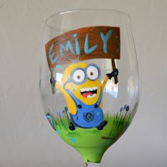 Dispicable Me Minion Hand Painted by WhimsyMadebyNikki on Etsy Minions Bob, Cute Minions, Minion Glasses, Minion Craft, Wine Glass, Glass Art, Personalized Wine, Wine Drinks, Dna