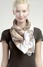 How to Tie a Scarf: 4 Scarves, 16 Ways - Schal binden Ways To Tie Scarves, Ways To Wear A Scarf, How To Wear Scarves, Scarf Knots, Diy Scarf, Tie A Scarf, Scarf Top, Scarf Tying Tutorial, Head Scarf Tying