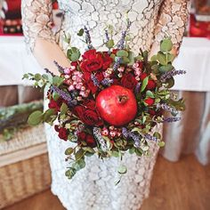 Elegant wedding in red colors. Love pomegranate details. (in Russian)