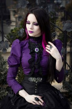 Top Gothic Fashion Tips To Keep You In Style. As trends change, and you age, be willing to alter your style so that you can always look your best. Consistently using good gothic fashion sense can help Style Steampunk, Steampunk Clothing, Steampunk Fashion, Dark Beauty, Goth Beauty, Gothic Outfits, Gothic Dress, Gothic Lolita, Gothic Hair