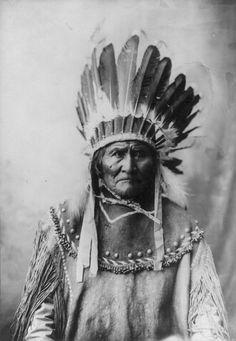 """Geronimo, condottiero nativo americano, il più importante dei capi apache, soprannominato """"Sognatore"""" perchè vedeva il futuro."""