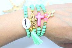 Hamsa hand bracelet , wood bracelet , sea shell bracelet , bohemian bracelets , bohemian jewelry , bracelet set , kralen armband door HipLikeMe op Etsy https://www.etsy.com/nl/listing/235790181/hamsa-hand-bracelet-wood-bracelet-sea