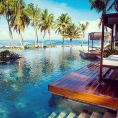 Hotel Ritz-Carlton Dorado Beach, Puerto Rico @}-,-;--