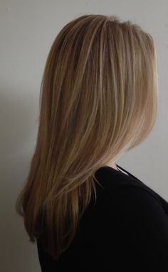 Straight, highlighted fine-textured hair styled with body, movement and shine:))... Kellie Little Groove Elliptic Hairbrush