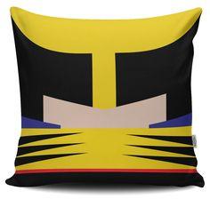 Os seus super-heróis preferidos em um desenho gráfico minimalista único de Sabrine Sousa, oferecidos em almofadas de seda sintética para animar o seu sofá.