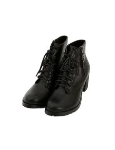 Today's Hot Pick :Lace Up Boots with Block Heels http://fashionstylep.com/SFSELFAA0005084/bluepopsen/out Prioritize comfort and style each time you wear this durable leather ankle boots with lace up front, side zip closure, and round toes. With deep tread outsoles and chunky heels. Wear this with casual or edgy clothes.