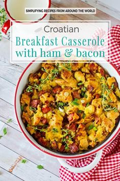 The ham and crispy bacon make this Easter breakfast casserole a pure comfort dish you can enjoy any day. Ham Breakfast Casserole, Casserole Dishes, Casserole Recipes, Delicious Breakfast Recipes, Brunch Recipes, Dinner Recipes, Brunch Ideas, Breakfast Ideas, Yummy Recipes