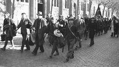 El escritor George Orwell, entre los brigadistas internacionales a su llegada a Barcelona para luchar del bando republicano en la Guerra Civ...