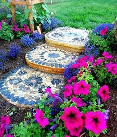 Ciottolato in mosaico - Pebble Mosaic Steps really need to make some mj Decorative Stepping Stones, Mosaic Stepping Stones, Pebble Mosaic, Stone Mosaic, Mosaic Art, Mosaics, Mosaic Garden Art, Garden Steps, Diy Garden